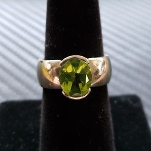 14kt White gold 10.5grams and peridot ring size 7